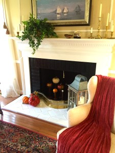 The living room fireplace has a fun new twist this year with the addition of some antique spools that I'm using to display pumpkins on top of. Reminds me of my dear friend who gave them to me every time I see them!